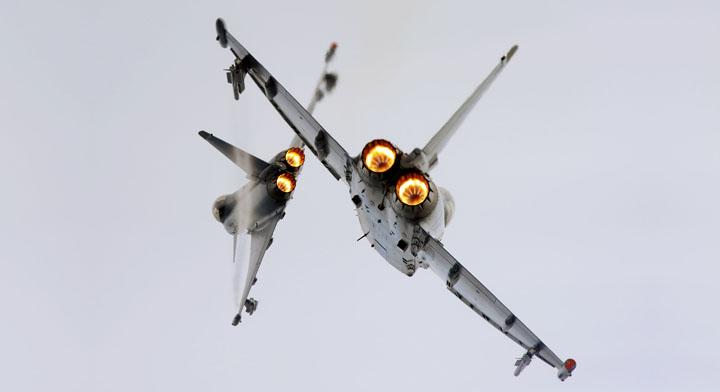 savaş uçakları kapışırken resimler