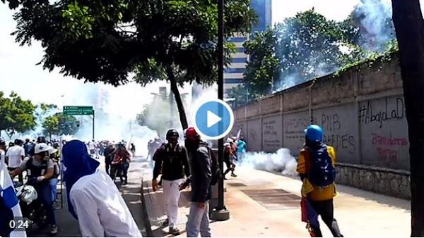 Hampones de la GNB disparan contra manifestantes en Chacaíto