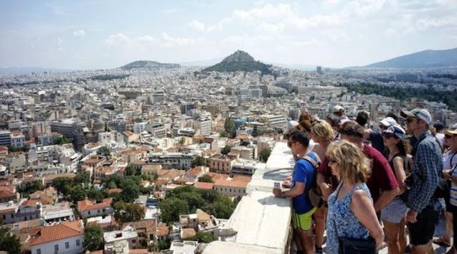 Spiegel: «Ελλάδα, η απατηλή ηρεμία του Αυγούστου»