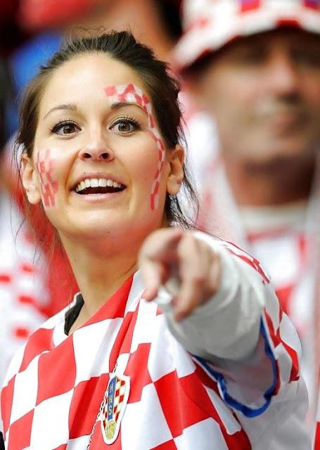 Fit croatian football babe teasing in uniform - 5 3