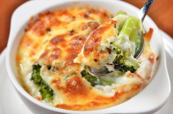 Brocoli gratinado con bechamel y queso parmesano