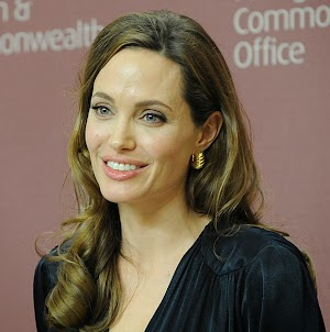 Angelina Jolie is suffering from pain in the breast of the new