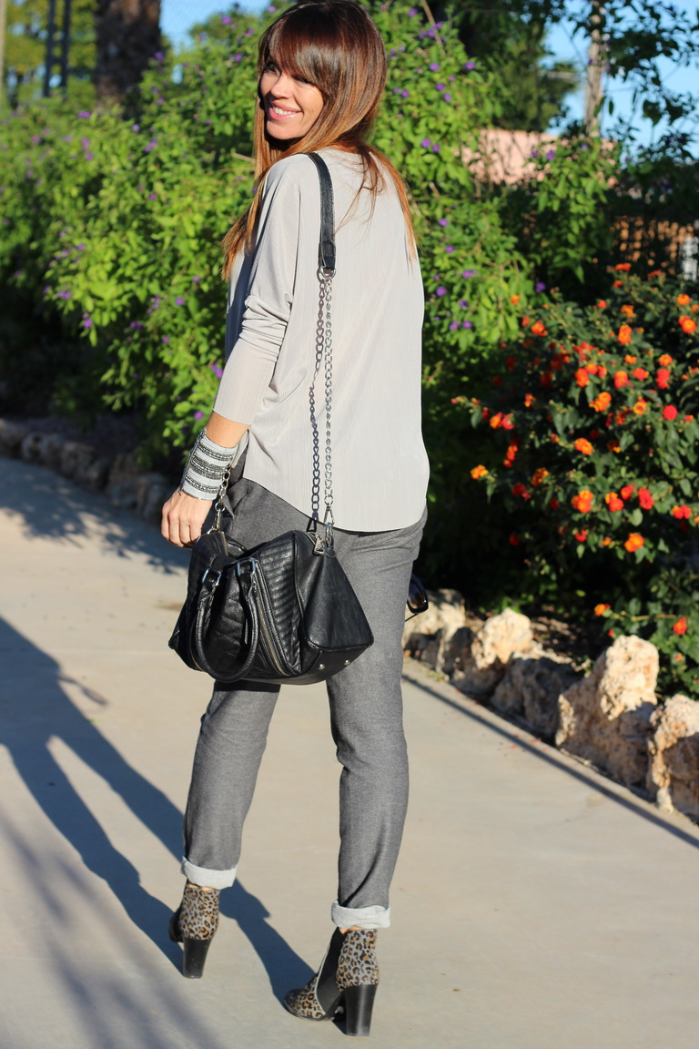 Streetstyle, total grey , grey , fashion blogger, blogger, Hakei, tendencias