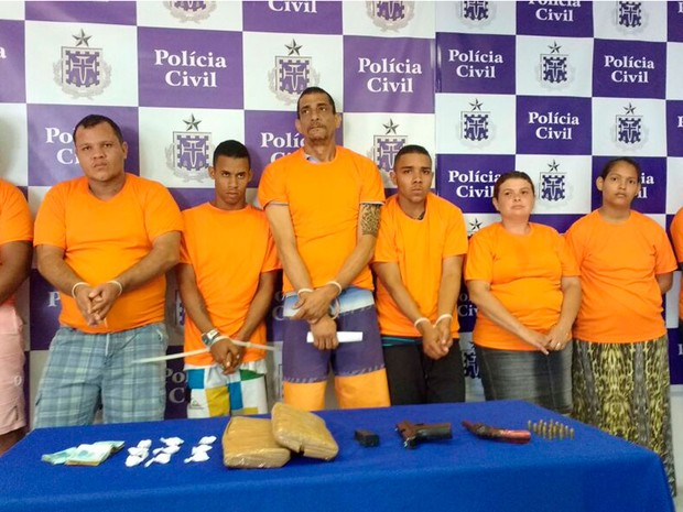 Oito são presos por tráfico de drogas durante operação em Lauro de Freitas