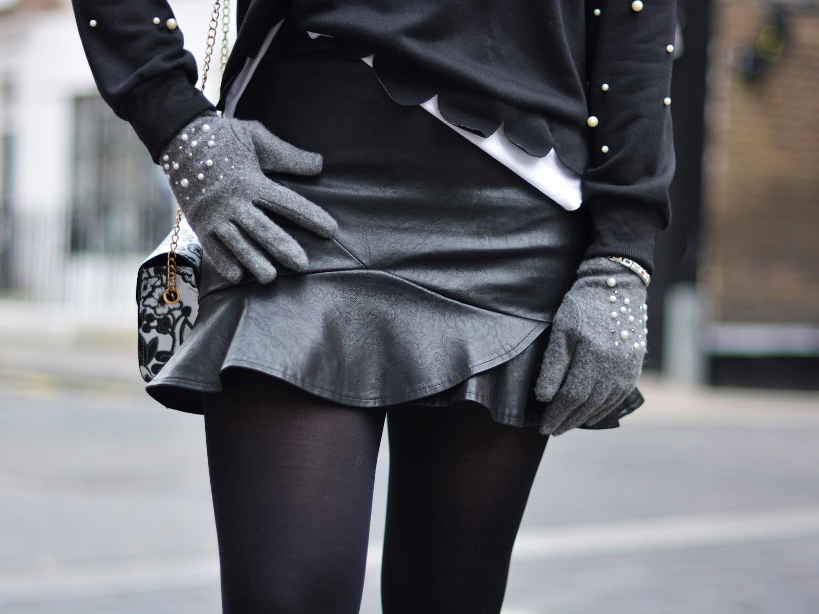 czarna skórzana spódniczka