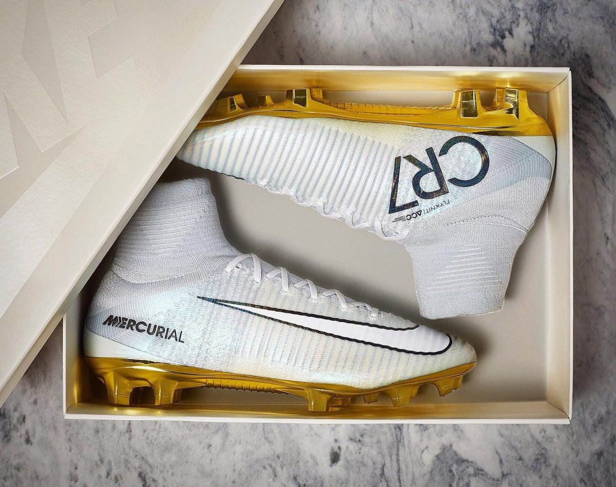 Cristiano Ronaldo Tennis Shoes Gold White - CR7 Gold Cleats 5fecadde4df1