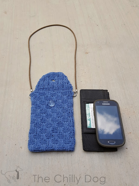 Free Knitting Pattern: Lifeline Pocket Purse to carry just the essentials (phone, wallet, keys) when you are on the go.