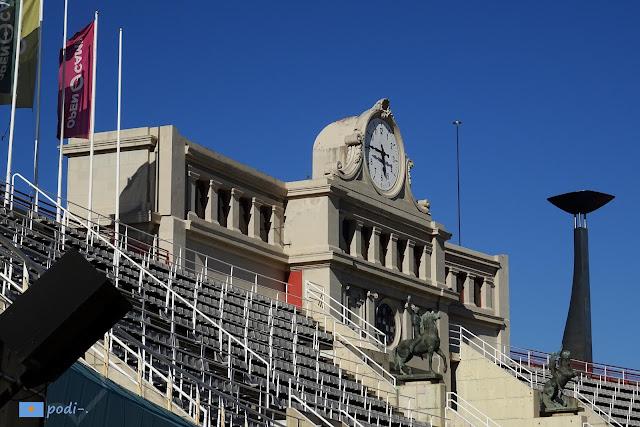 Estadio Olímpico, Barcelona, reloj y pebetero