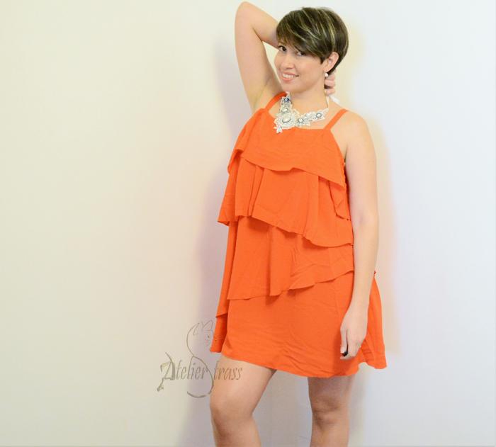 vestido con vuelos naranja