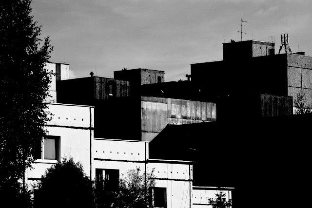 Sosnowiec. Krajobraz miejski. Kompozycja. Abstrakcja. Koncept. Fotografia czarno-biała. Fotografia odklejona. fot. Łukasz Cyrus