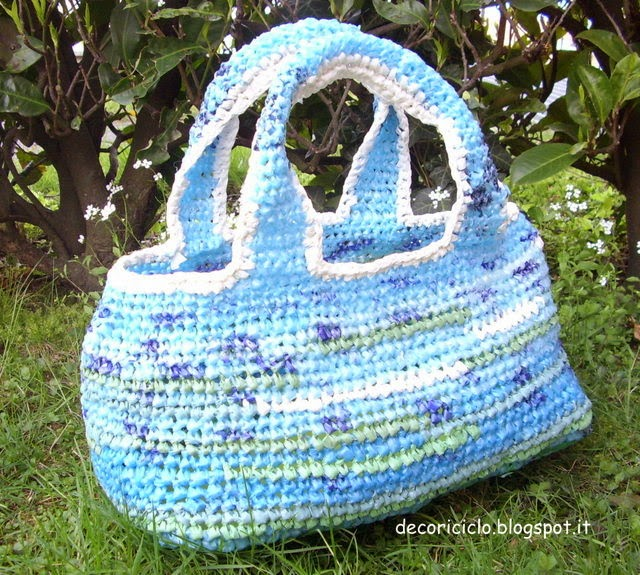 adea6d5774 Ha la forma un po' bombata, misura circa 33 x 18 cm ed è alta 18,5 cm, più  i manici. borsa sacchetti di ...