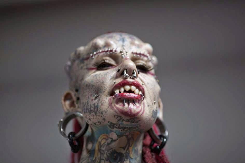 Tatuajes y modificaciones extremos