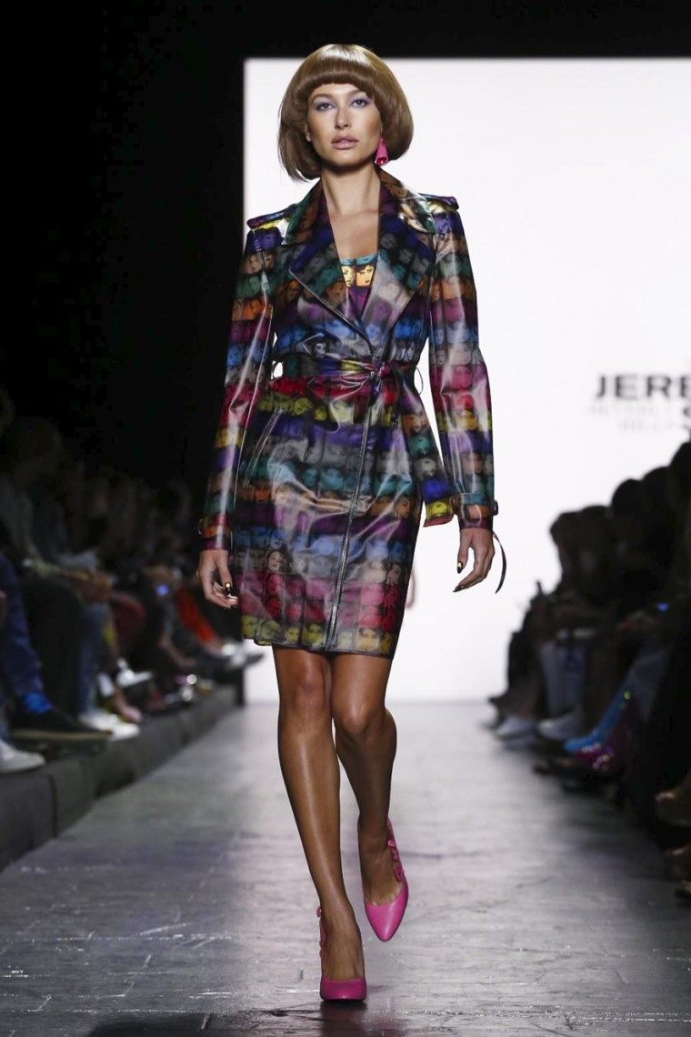 jeremy-scott, jeremy-scott-spring-summer, jeremy-scott-printemps-ete, jeremy-scott-case, jeremy-scott-coque, bag-jeremy-scott, sac-jeremy-scott, tee-shirt-jeremy-scott, t-shirt-jeremy-scott, dress-jeremy-scott, robe, jeremy-scott, sweat-jeremy-scott, du-dessin-aux-podiums, dudessinauxpodiums