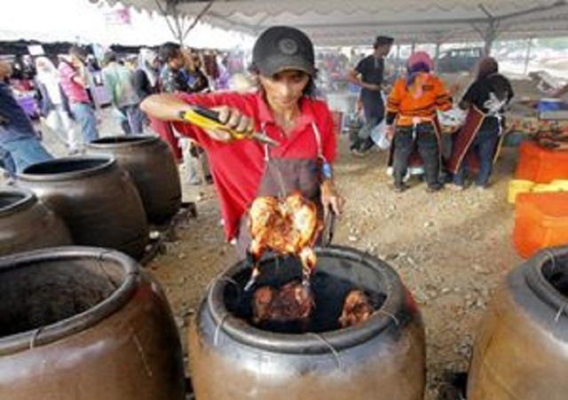 Ayam Tempayan Laris!.. Habis 180 Ekor Dalam Masa Tiga Jam