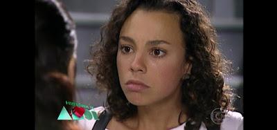 Joyce (Carla Marins) fez um inferno na vida de sua mãe na novela História de Amor (1995)