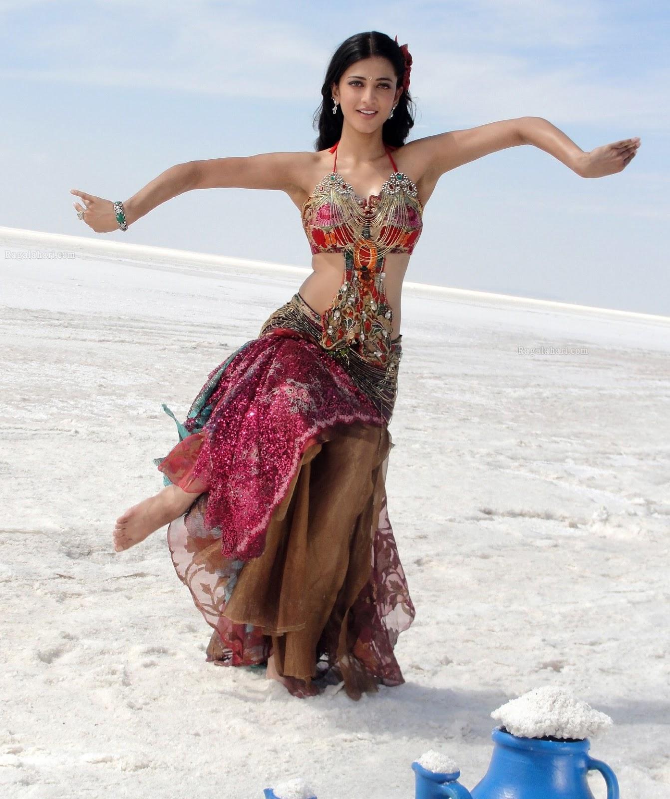 shruthi hassan hottest poses