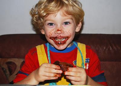 اليك بعض الأفكار لكي تجعل طفلك يتناول الأكل الصحي