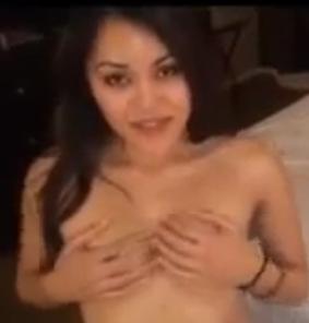Nonton Bokep, Cewek Eksotis Indonesia Cantik Ngentot di Hotel