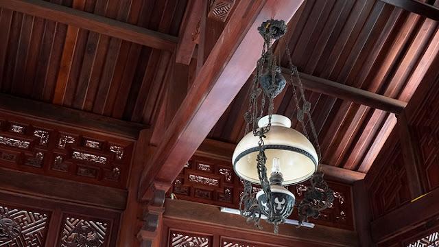 Nhiều vật dụng từ xưa vẫn còn được giữ lại và sử dụng.