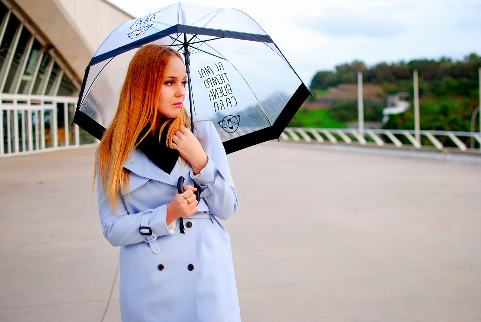 NERY HDEZ, CHICWISH, BLUE TRENCH, GABARDINA AZUL, paraguas transparente, tranparent umbrella