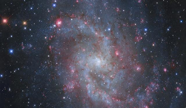 Đám mây hydro khổng lồ bên trong Messier 33. Tác giả: Danilo Pivato, Gimmi Ratto.