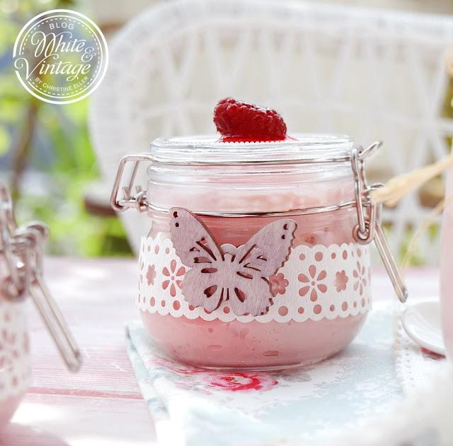 Erfrischendes Mascarpone-Himbeerdessert zubereitet im Glas