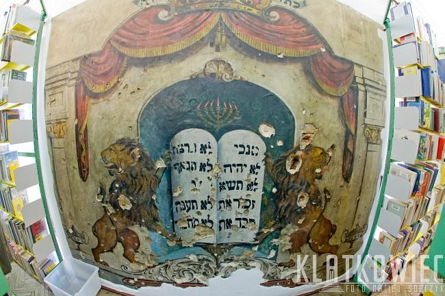 Piotrków Trybunalski. Miasto wielu kultur. Wnętrze małej synagogi.