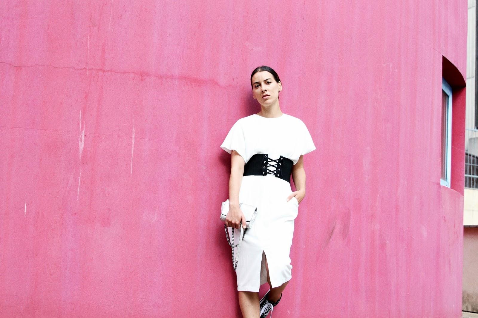 idée-de-look-été-2017-robe-blanche-vans