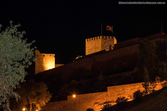 castillo-Monsaraz-iluminado