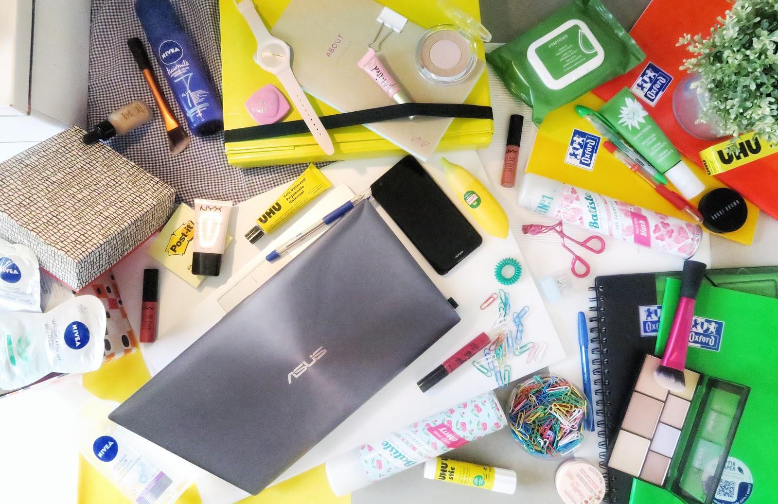 Material escolar e essenciais de beleza para o regresso às aulas