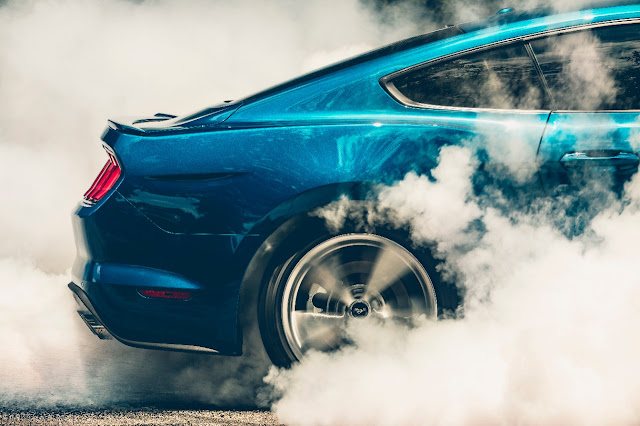 Rear tire smoking of 2018 Ford Mustang GT Premium