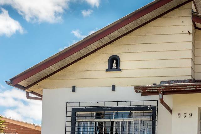 Casa com capelinha - detalhe