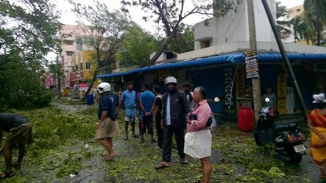 #CycloneVardah - RSS swayamsevaks at service