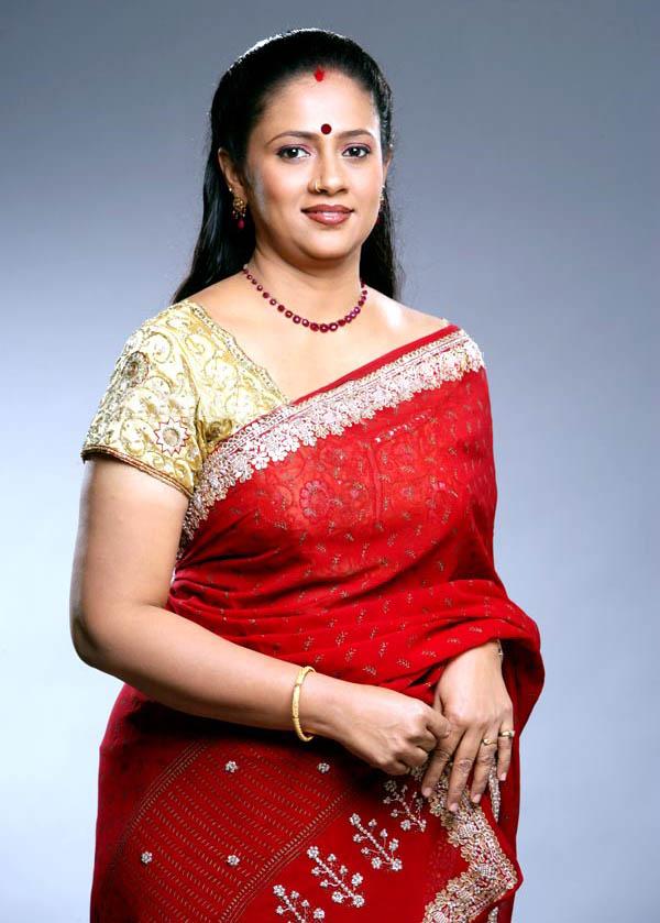 Latest Movies Gallery Aunty Lakshmi Ramakrishnan New Hot Pics-1794