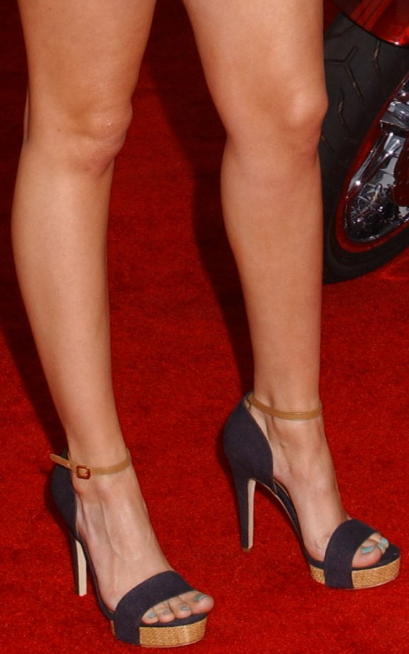 CelebrityGala: Debby Ryan Feet and Legs - Fan Photos at LAX! Chimpanzee Jane