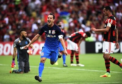 Flamengo tenta tirar meia titular do Corinthians  saiba mais - É o ... f4e6c943ddca4
