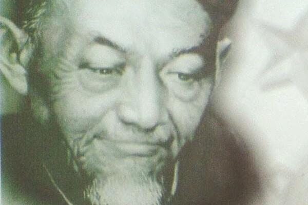 KH Hasyim Asyari Muda Menggendong Nabi Khidir