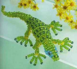 Зеленая ящерица из бисера