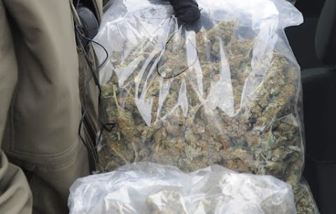 Nagy fogás! Hatvanöt mázsa kábítószerre bukkantak egy csónakban