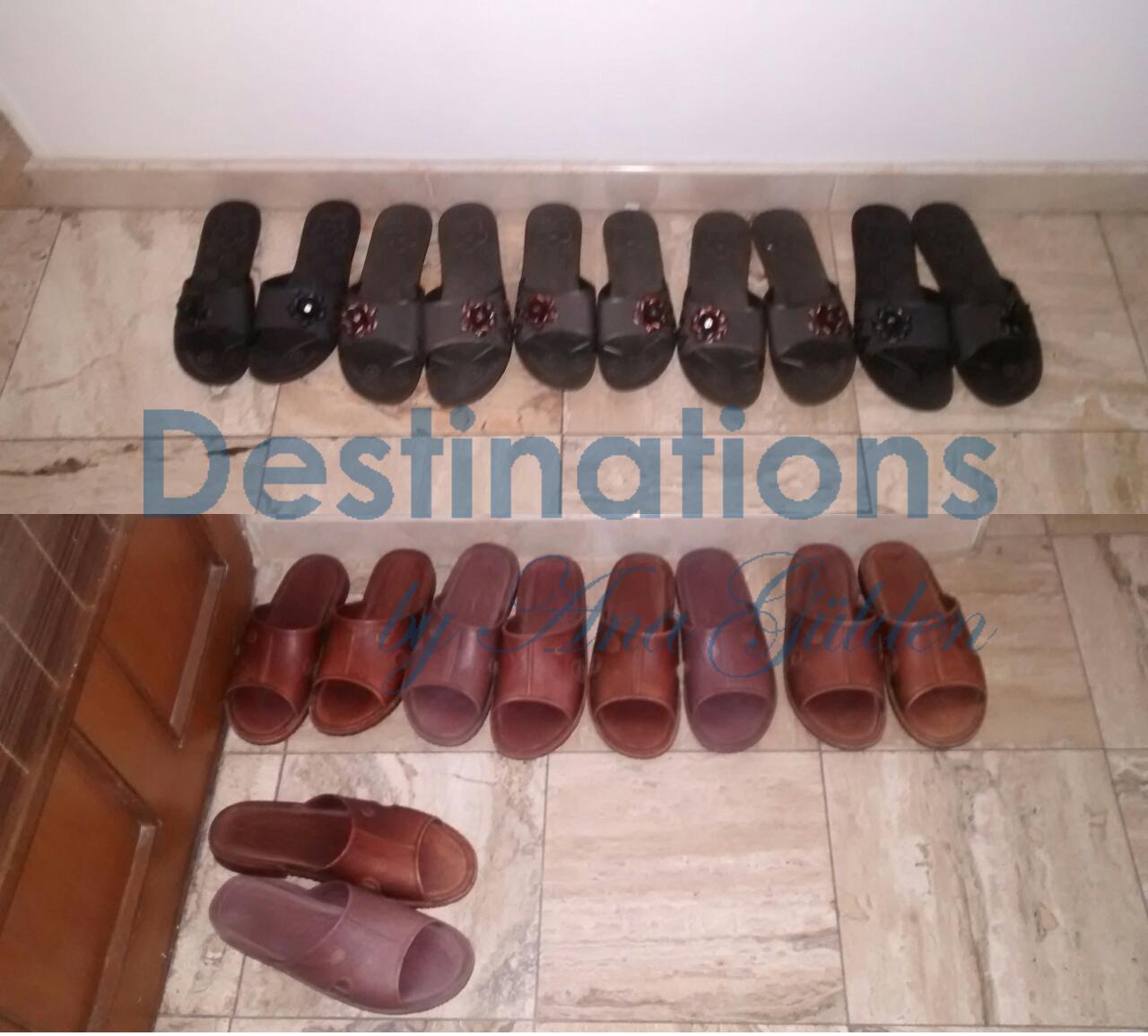 Costumbres turcas quitarse los zapatos en casa mezquitas for Cuarto de zapatos