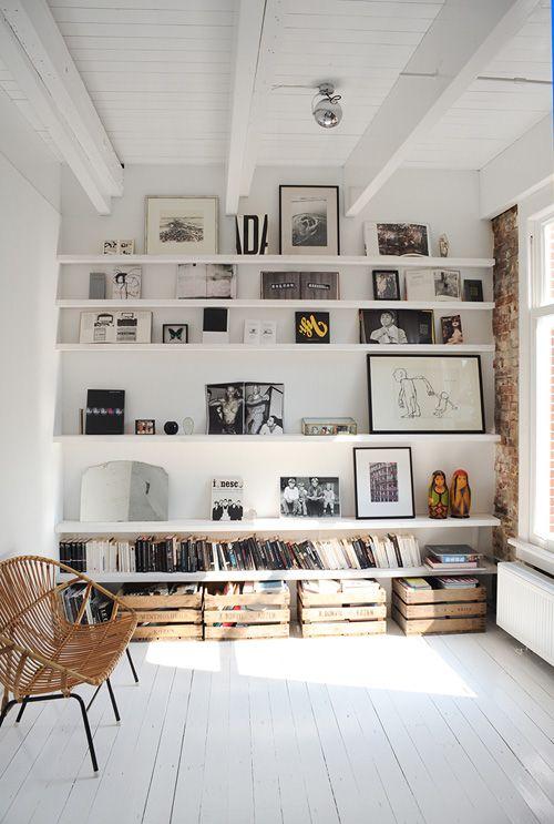 Gallery Wall con estanterías