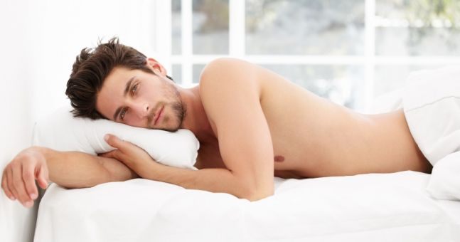 dormir-sin-ropa-hombre-pene-men2