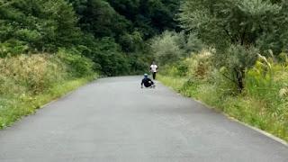 ダウンヒルロングボードは減速する技術が乗り方のコツ