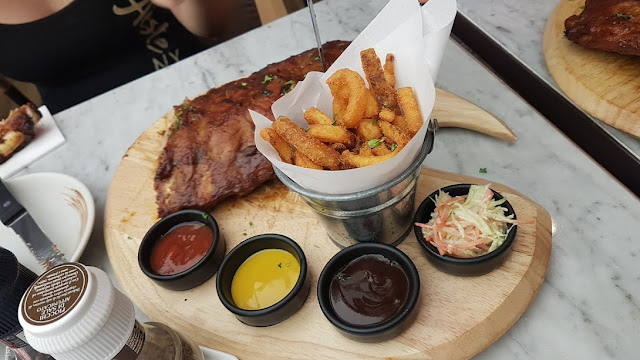 Ribs no restaurante Salt//Pepper do Siam Paragon.