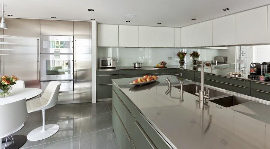 cocina-con pared-frontal-en-vidrio-designs.neillerner2