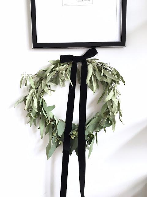 DIY Christmas wreath with eucalyptus and velvet ribbon