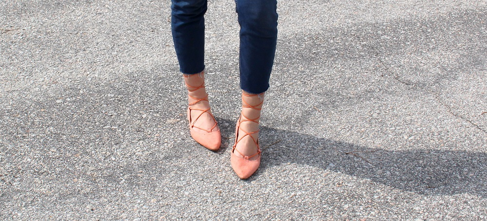 peexo-fashion-blogger-wearing-topshop-binx-jeans-and-lace-up-flats
