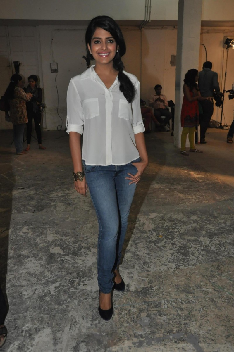 Vishakha Singh Transparent Hot Photos In White Shirt