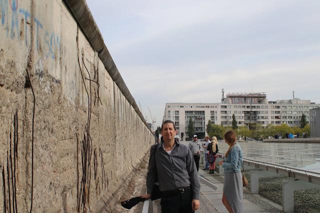 קטע החומה הנותר ליד מוזיאון טופוגרפי אוף טרור