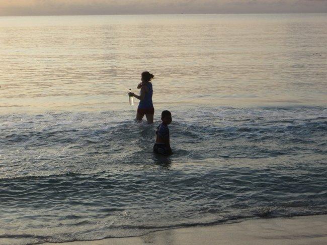 отдыхающие на море таиланд